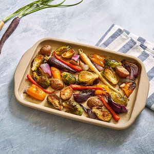 Pampered Chef Stoneware Medium Bar Pan